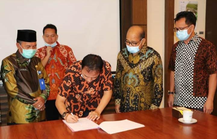 Pemkab. Muara Enim Mediasi Kesepakatan Pembebasan Lahan Eksplorasi Migas Dengan PTPN VII dan PT. Medco Energy