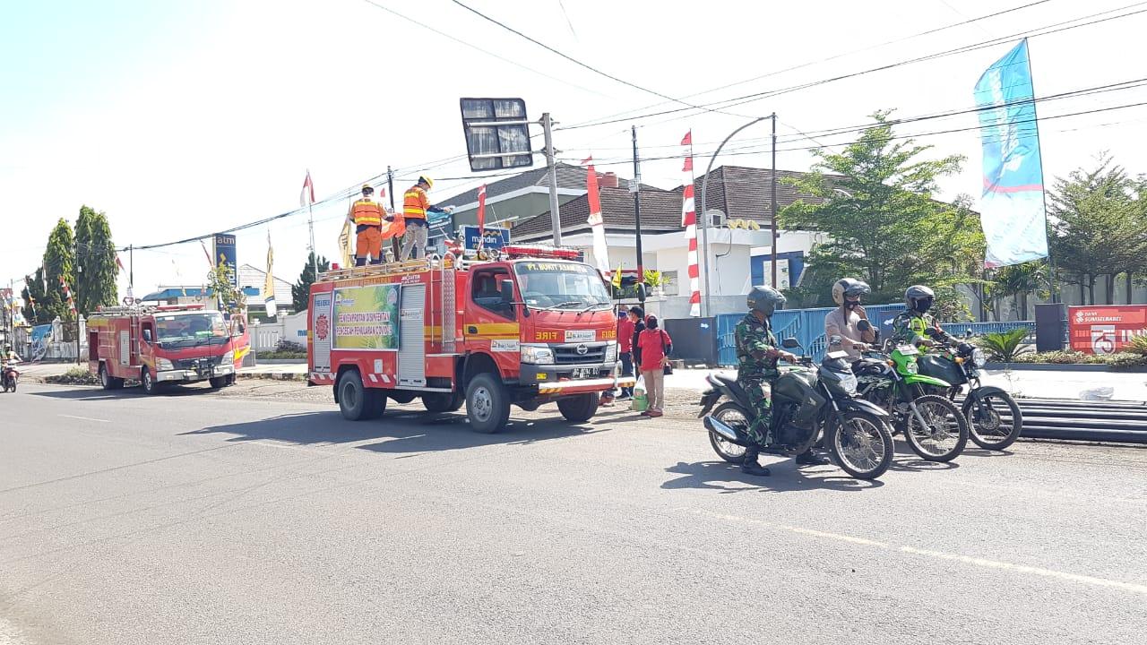 PTBA Bagikan Masker dan Semprot Disinfektan Di Tanjung Enim