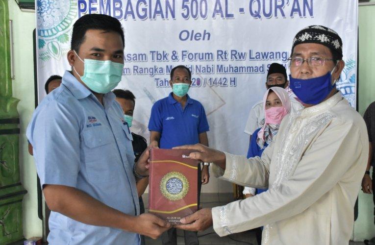 PTBA Bersama Forum RT RW Lawang Kidul Bagikan 500 Al Quran