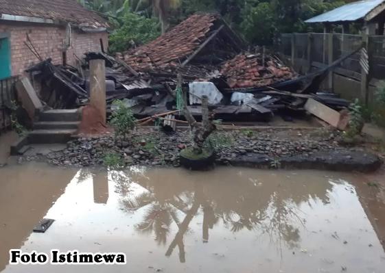 Korban Banjir di UjanmasHarapkan Pemkab Muara Enim Segera Buka Dapur umum dan Tempat Pengungsian