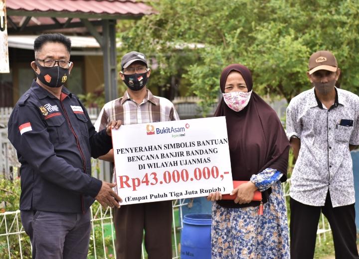 PTBA Bantu Rumah Korban Banjir Ujan Mas