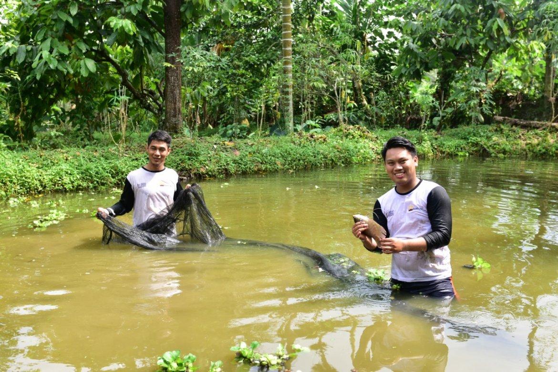 Dengan Budidaya Ikan Tawar, Putra Zaman  Bertekad Membangun Tanah Kelahiran