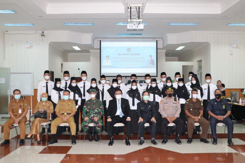 Pj. Bupati Muara Enim Lantik 20 orang lulusan PKN STAN sebagai CPNS