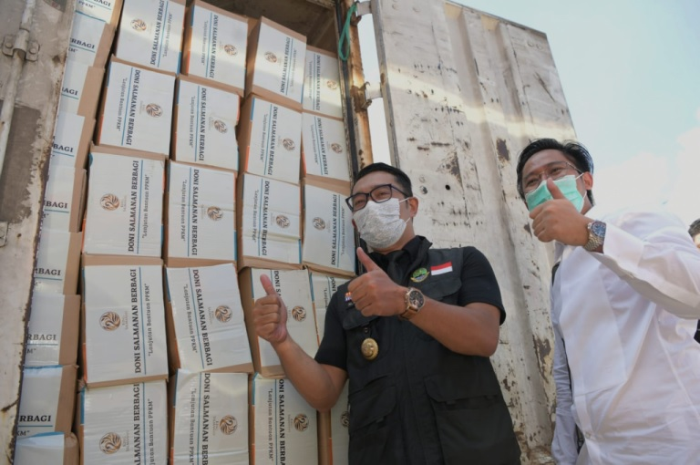 Ridwan Kamil Apresiasi Youtuber Doni Salmanan Berbagi 3.000 Paket Bansos