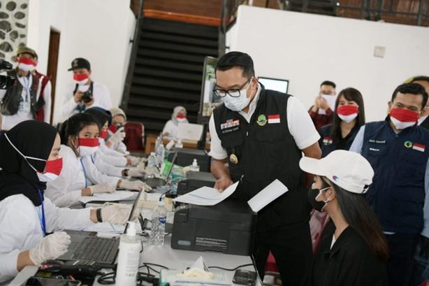 Penanganan COVID-19 di Jabar Membaik, Ridwan Kamil Minta Vaksinasi Dipercepat