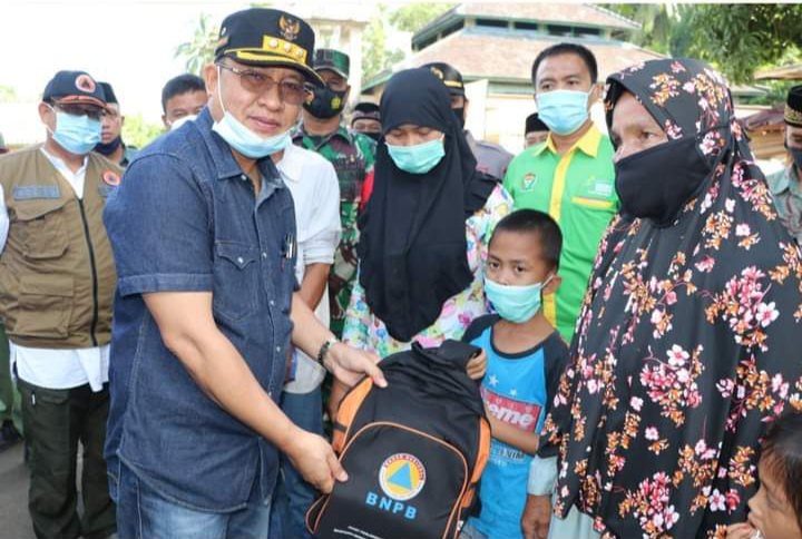 Bupati Muara Enim Berikan Bantuan Korban Kebakaran Desa Tanjung Kecamatan Belimbing