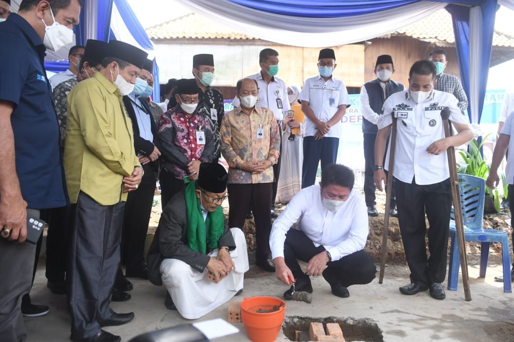 Gubernur Herman Deru Resmikan Pembangunan Masjid Jamik Tjik Luwi Al – Murhaniah