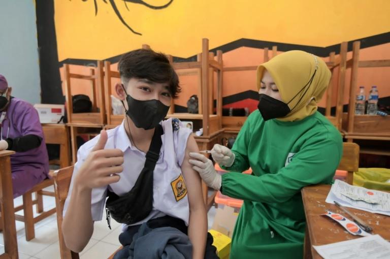 Pelajar Cianjur Antusias Ikut Vaksinasi COVID-19