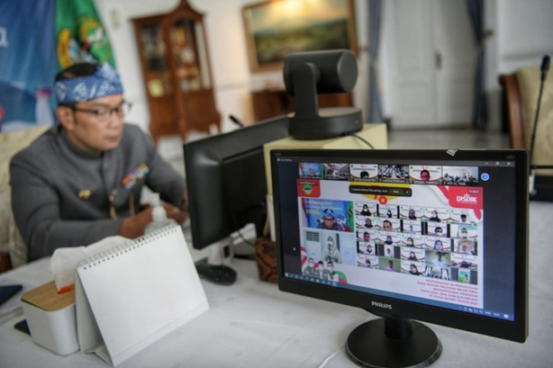 466 Guru Non-PNS Dapat SK Gubernur