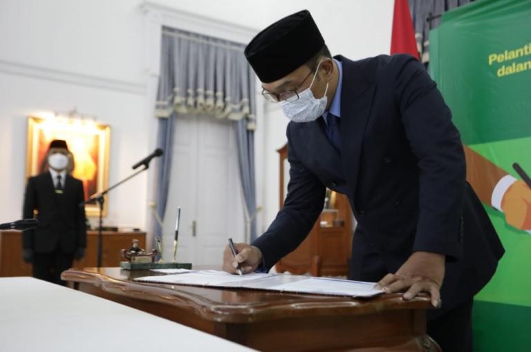 Gubernur Lantik Lima Pejabat Baru Pimpinan Tinggi