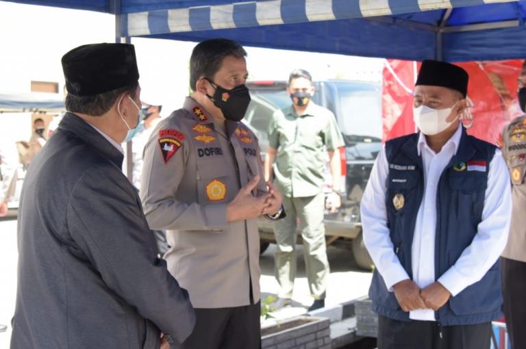 Pak Uu Tinjau Sentra Vaksinasi dan Vaksinasi Massal di Bandung
